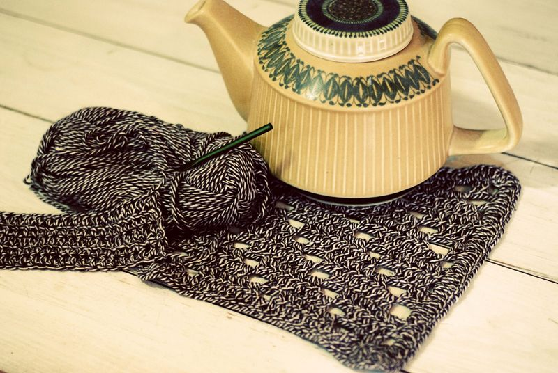 Crochet dishcloth with teapot